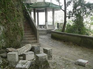 090112-kowasaretaIsuTeble-.jpg