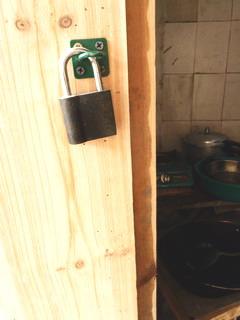 110225-daidokoro-Door-katakute-.jpg