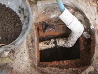 140305-manhole-2-tuti-.jpg