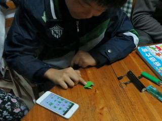 141112-origami-1-kaeru-tobu-.jpg