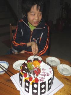 150128-Kita-cut-cake-.jpg